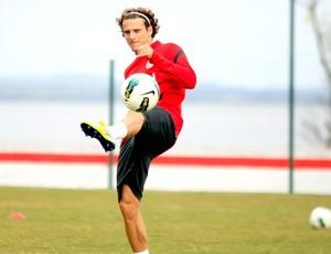 Forlán no treino do Internacional (Foto: Wesley Santos / PressDigital)