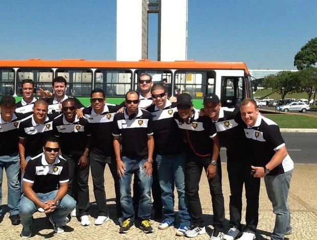 Jogadores do Rio Branco-Es/Projecta na chegada ao DF (Foto: Arquivo Pessoal/Facebook)