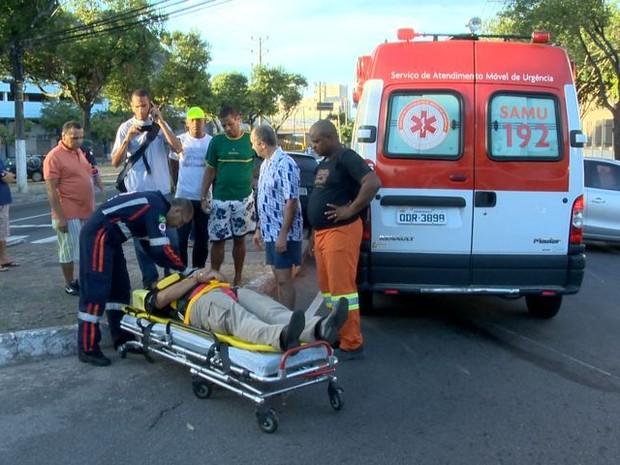 Guarda portuário foi socorrido em acidente na Leitão da Silva (Foto: Reprodução/ TV Gazeta)