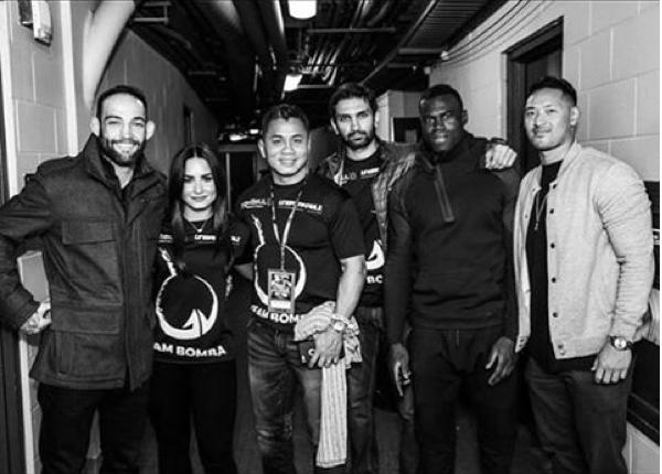 A cantora Demi Lovato com a equipe de seu namorado (Foto: Instagram)