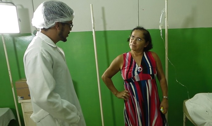 Leo Souza se transforma em 'médico' para surpreender telespectadora (Foto: Sérgio Luis / Inter TV RN)