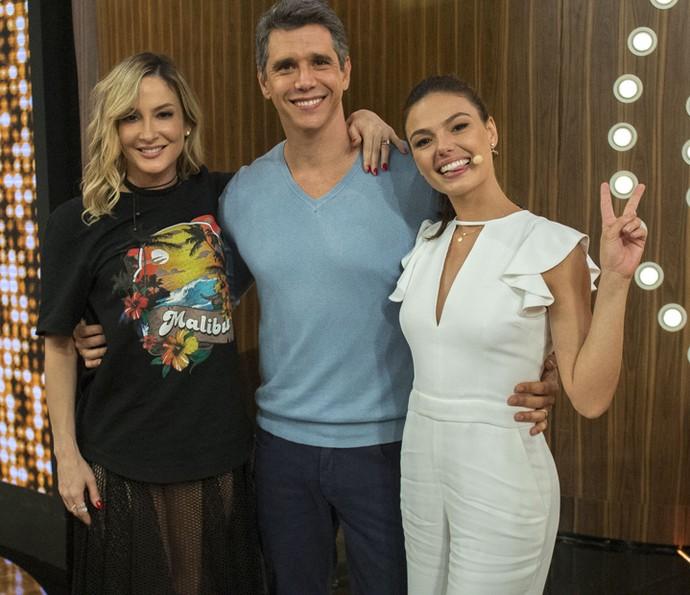 Claudia Leitte, Marcio Garcia e Isis Valverde posam para foto (Foto: Renato Rocha Miranda / Globo)