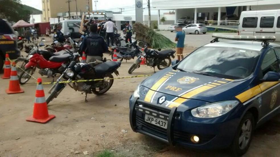 PRF fiscalizou veículos nas rodovias federais que cortam Pernambuco, durante o São João (Foto: Ascom/ PRF)