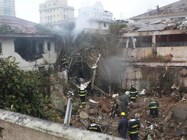 Local da queda do avião que levava Eduardo Campos, em Santos (Foto: Walter Mello/A Tribuna de Santos/Folhapress)