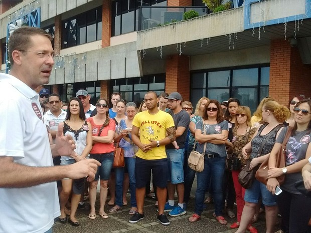 Servidores da saúde e de museus de Joinville protestam contra corte de abono  (Foto: Aline Steinfus/Divulgação)