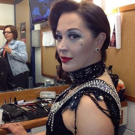 Claudia Raia caracterizada como stripper (Foto: Reprodução)