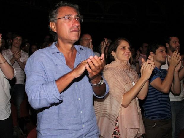 Drica Moraes e marido, o médico Fernando Pitanga, em peça no Rio (Foto: Divulgação)