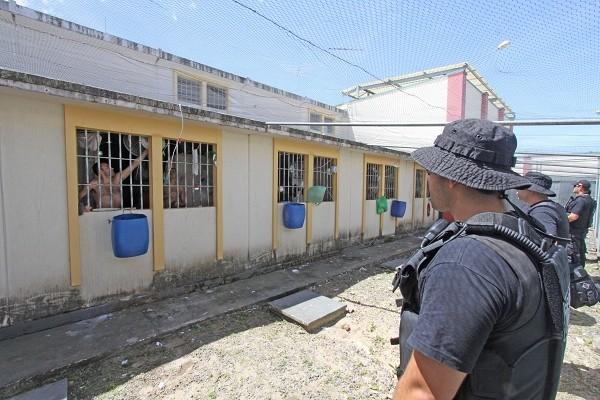 Operação envolveu 300 agentes penitenciários (Foto: James Tavares / SECOM)