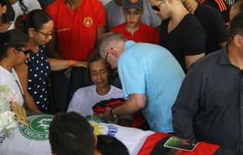 Cleber Santana é velado na Ilha do Retiro, onde começou a carreira