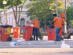 Lixo do carnaval de Juiz de Fora (Foto: Reprodução/TV Integração)
