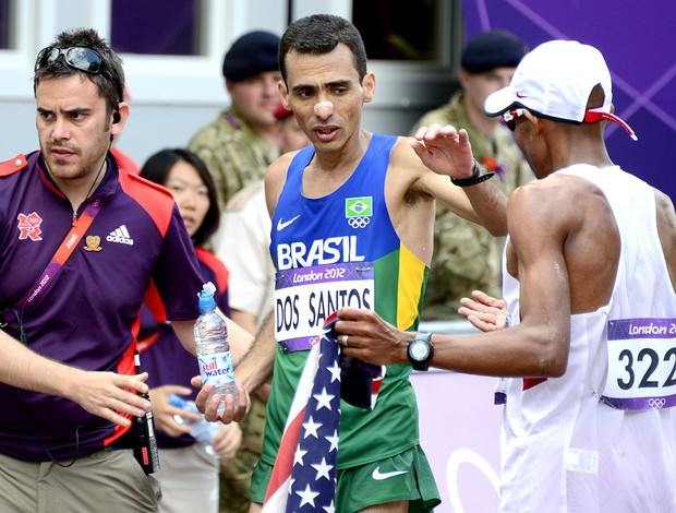 Marilson dos Santos no final da maratona das Olimpíadas (Foto: AFP)