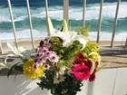 Camila Queiroz mostra flores e fãs apostam que foram de Klebber Toledo