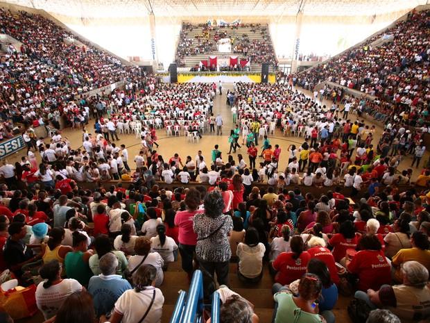 Celebração acontece no Ginásio do Sesi. (Foto: Jonathan Lins/G1)