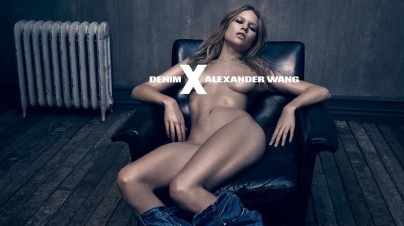 Em 2014, Anna Ewers tirou (quase) tudo em campanha da linha jeans de Alexander Wang (Foto: Divulgação)