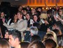 Alexander Skarsgard, de Tarzan, é tietado por fãs em pré de filme em SP