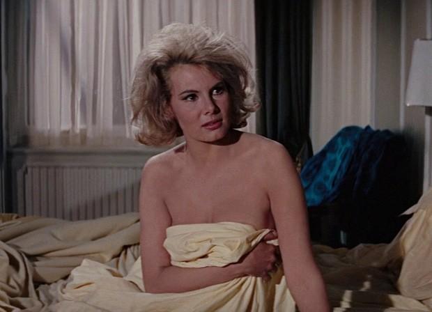 Molly Peters em cena de '007 Contra a Chantagem Atômica' (1965) (Foto: Reprodução)