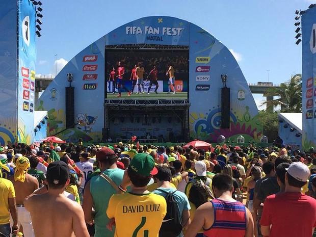 Milhares de pessoas acompanharam a vitória do Brasil na Fifa Fan Fest em Natal (Foto: Ferreira Neto/G1)