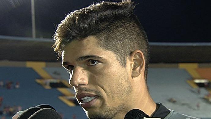 Cleber Alves, goleiro do Vila Nova (Foto: Reprodução/TV Anhanguera)