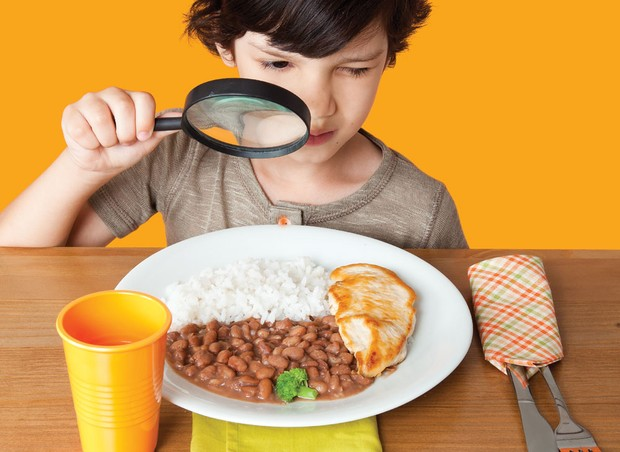 alimentacao; brocolis; menino; refeição (Foto: Gabriel Rinaldi / Editora Globo)