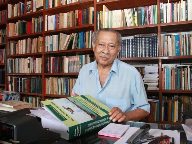 Aos 76 anos, escritor Jomar da Silva Moraes morreu na manhã deste domingo (14) (Foto: Flora Dolores/O Estado)