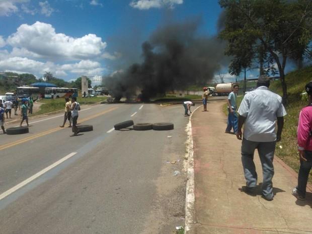 Manifestantes em Pitangui (Foto: Larissa Bernardes/TV Globo Minas)