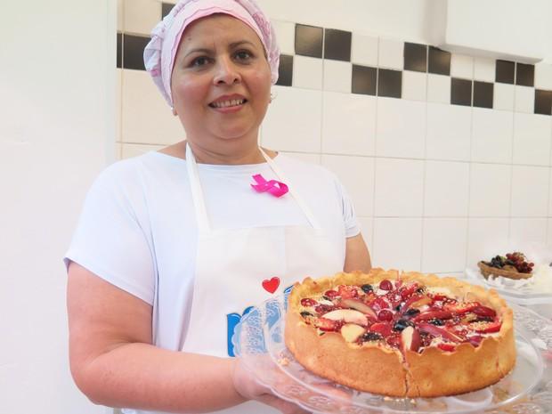 'Torta deliciosa' da cabelereira Vanda Lucia Agostinho, que teve câncer de mama (Foto: Mariane Rossi/G1)
