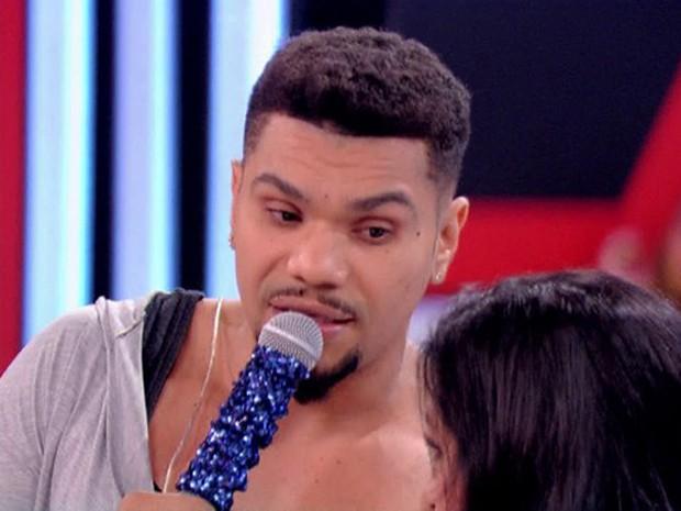 Naldo conversa com Regina Casé e fala da ótima fase em família (Foto: Esquenta! / TV Globo)