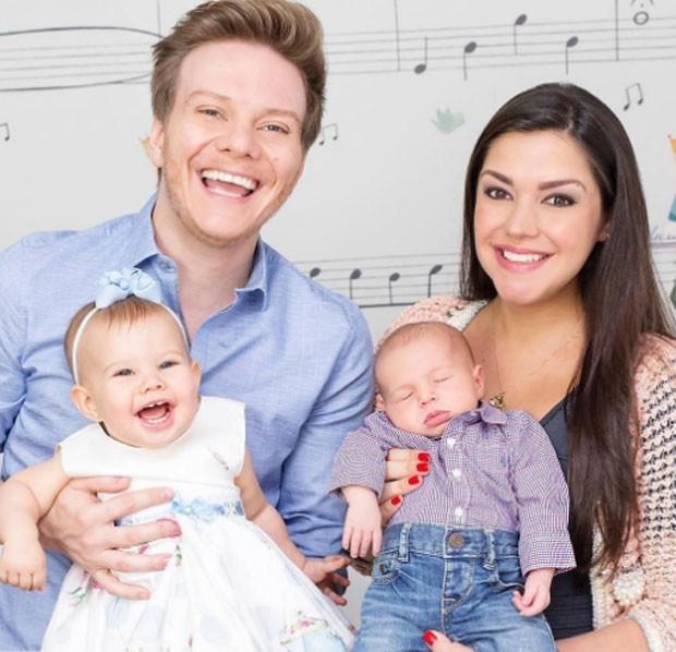 Michel Teló e Thais Fersoza com os filhos, Melinda e Teodoro (Foto: Reprodução)