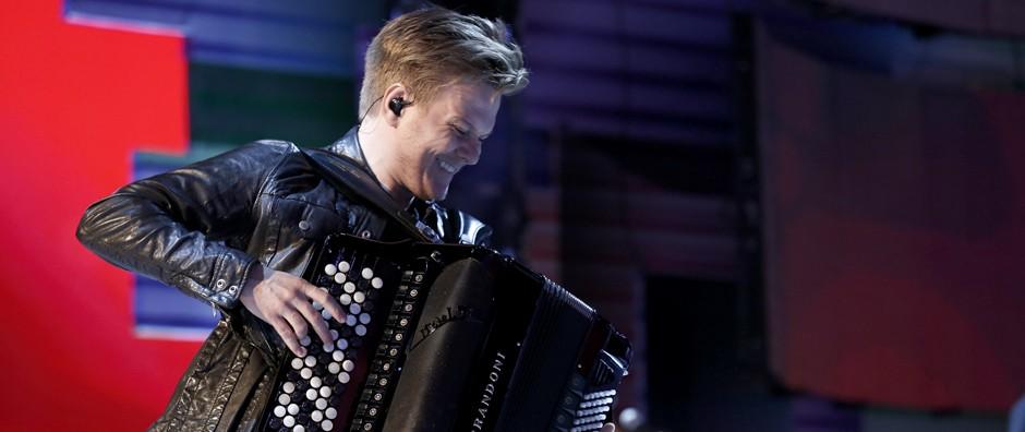 Michel Teló toca sanfona durante gravação do Sai do Chão (Fábio Rocha / Gshow)