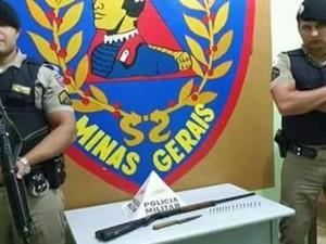 Armas apreendidas pela Polícia Militar em Padre Paraíso (MG). (Foto: Polícia Militar/Divulgação)