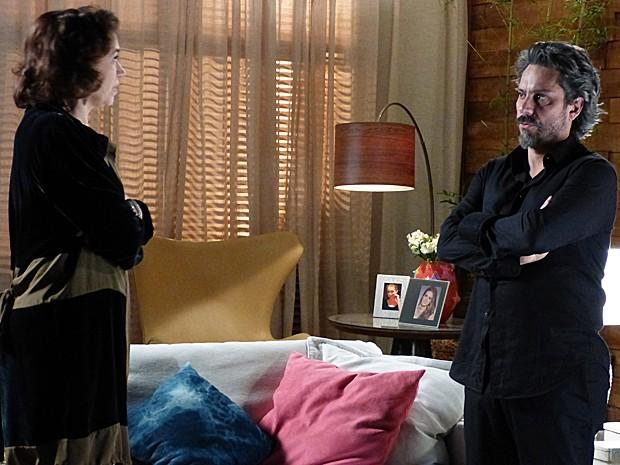 José Alfredo revela a Marta que vai fazer exame de DNA (Foto: Tv Globo)