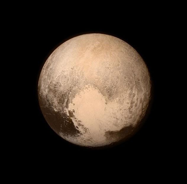Imagem divulgada por volta das 8h desta terça mostra uma nova imagem de Plutão. A foto foi capturada pela New Horizons nesta segunda-feira (13), 16 horas antes da aproximação (Foto: Nasa)
