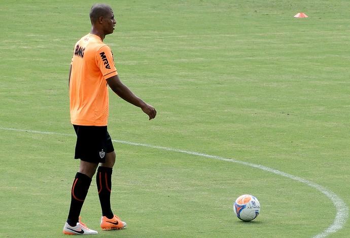 Lucas Cândido no treino do Atlético-MG (Foto: Fernando Martins)