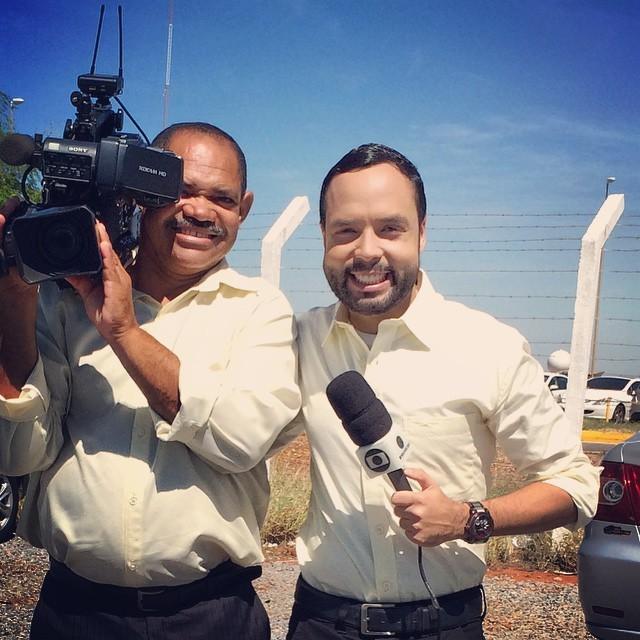 Anastácio Alves e o repórter Paulo Ricardo Sobral nas ruas de Petrolina-PE (Foto: Arquivo Pessoal)
