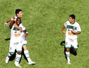 Léo Itaperuna, do Arapongas, comemora gol (Foto: Fabio Greco/Site oficial do Arapongas)