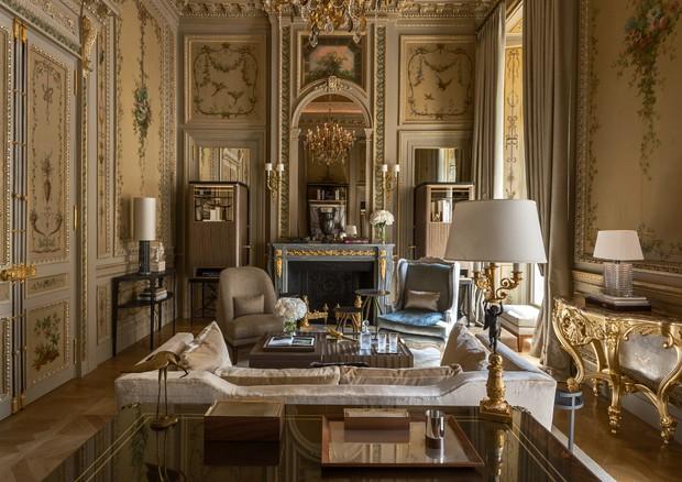 Sala da suíte Duc de Crillon, no Hôtel de Crillon (Foto:  Divulgação)