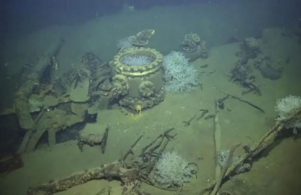 Destroços de navio de guerra japonês são vistos durante expedição do cofundador da Microsoft, Paul Allen, nesta sexta-feira (13)  (Foto: Paul G. Allen/AP)