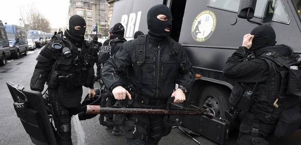 SIGA: suspeitos de ataque em Paris são localizados em rodovia, dizem jornais (SIGA: suspeitos de ataque em Paris são localizados em rodovia, dizem jornais (SIGA: suspeitos de ataque em Paris são localizados em rodovia, dizem jornais (SIGA: irmãos suspeitos de ataque em Paris são localizados em rodovia, dizem jornais (SIGA: irmãos s)