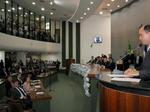 Sandoval Cardoso discursa antes da votação dos deputados (Foto: Márcio Vieira/Divulgação ATN)