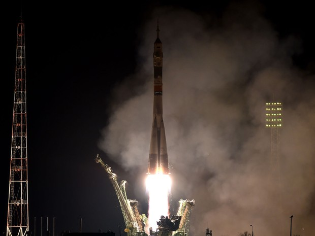 A cápsula Soyuz TMA-20M decola de base no Cazaquistão, na sexta (18), rumo à Estação Espacial Internacional (Foto: AFP Photo/Kirill Kudryavtsev)