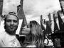 Nando Rodrigues mostra álbum de viagem para Orlando com a namorada