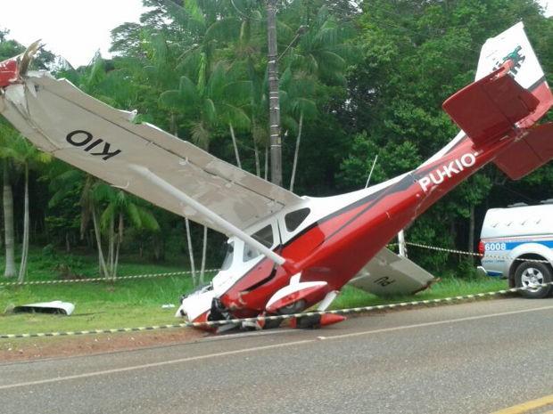 Dois ocupantes da aeronave ficaram feridos (Foto: Luna Markman/G1 PE)