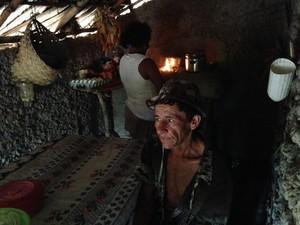 Raimundo e Maria do Socorro vivem na extrema pobreza (Foto: Clarissa Carramilo/G1)