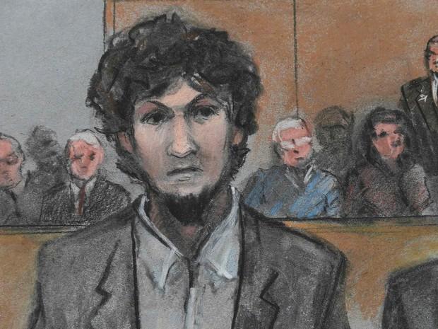 O terrorista Dzhokhar Tsarnaev, um dos autores do atentado a bombas na Maratona de Boston em 2013, é representado em um desenho feito durante julgamento em Boston, Massachussetts (EUA). Ele foi condenado à morte pelo júri (Foto: Jane Flavell Collins/Reuters)