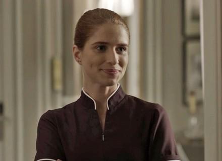 Mônica muda de nome e começa a trabalhar no hotel
