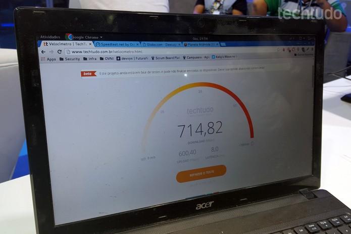 Velocidade de download assustadora em teste num notebook que fica dentro do ovni (Foto: Thássius Veloso/TechTudo)