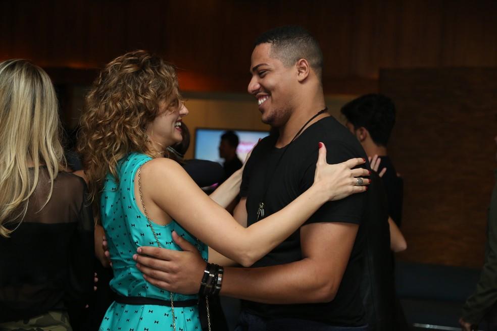 Momento fofo entre Paula Possani e Matheus Dias? Siiiim (Foto: Isabella Pinheiro/Gshow)