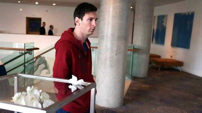 Messi Jogadores do Barcelona descansam no hotel em Manchester (Foto: Reprodução / Facebook)