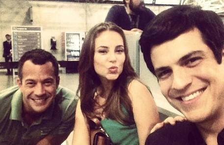 Malvino Salvador, Paolla Oliveira e Mateus Solano gravam no aeroporto as cenas de prisão de Aline (Vanessa Giácomo) Reprodução