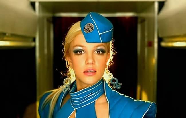 """Britney Spears no clipe de """"Toxic"""", de 2003 (Foto: Reprodução/Instagram)"""